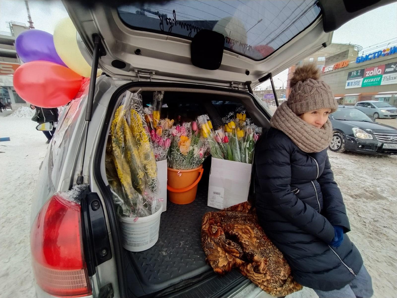 Фото Тюльпаны из багажника: торговцы рассказали о подорожании цветов к 8 Марта в Новосибирске 5