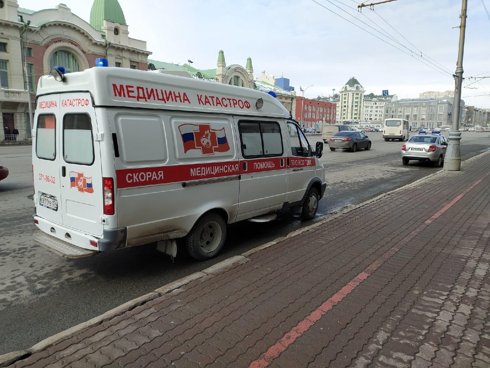 фото Силовики с собаками ищут бомбу в мэрии Новосибирска 2