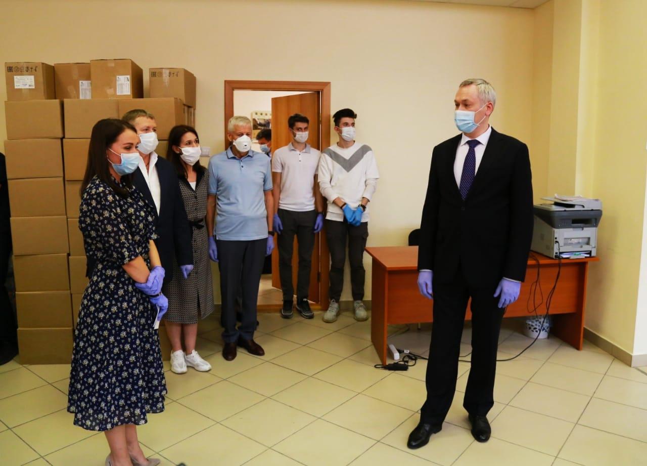 Фото Андрей Травников высоко оценил работу волонтёрского центра «Единой России» 2
