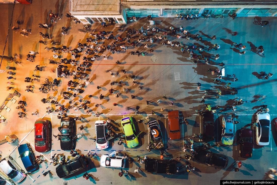 фото Карантинную вечеринку в центре Новосибирска сняли с высоты птичьего полёта – фото 3