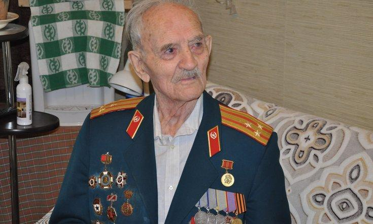 фото «Спасибо за Победу!»: полпред Сергей Меняйло поздравил ветеранов по телефону 2