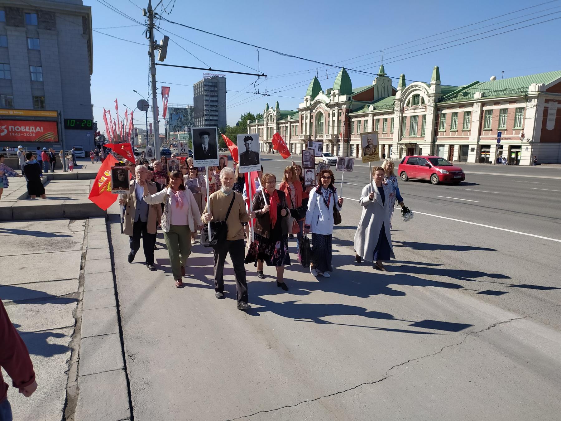 Фото Бессмертный полк прошёл по центру Новосибирска 3