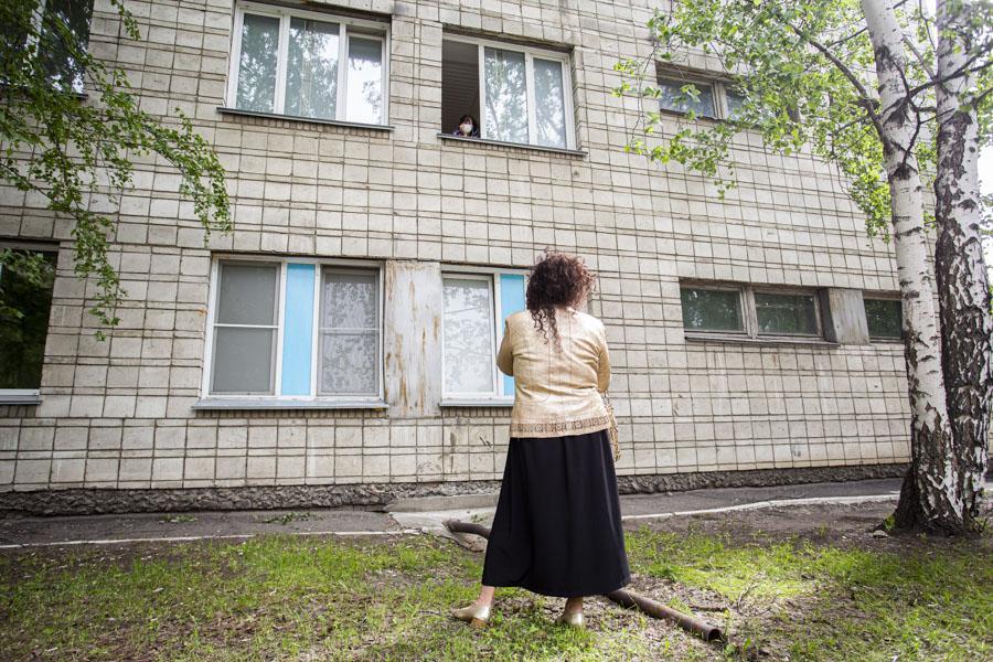 фото «Тяжёлых без очереди»: фоторепортаж из приёмного отделения коронавирусного госпиталя в Новосибирске 20