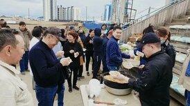 фото Без масок и социальной дистанции: в Якутске провели коронавирусный субботник 2