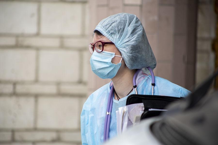 Фото «Врачи оказались в заложниках»: родственники умерших от коронавируса медиков в Новосибирске могут остаться без компенсаций 5