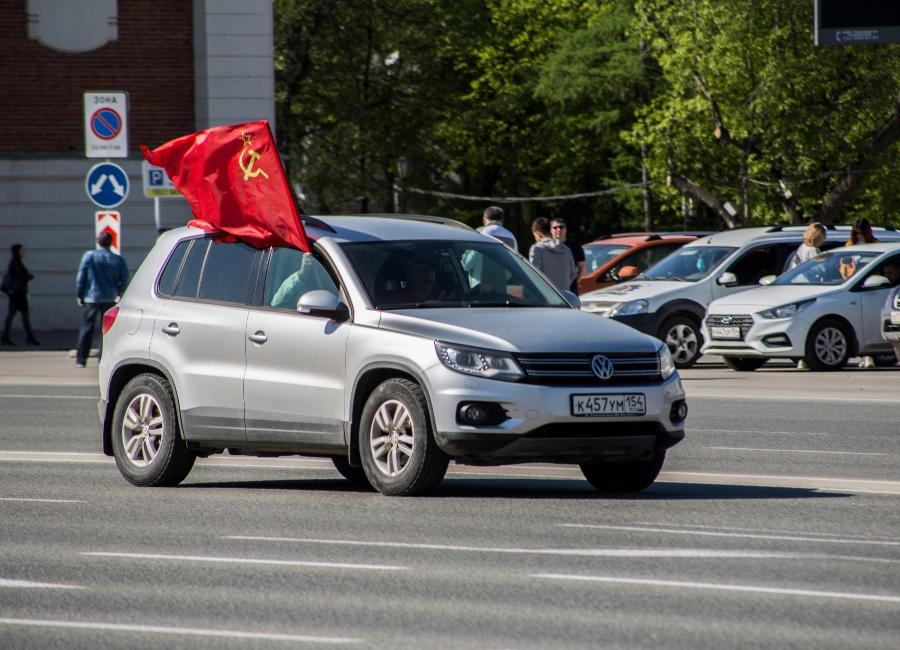 фото Парад в небе, виртуальный Монумент Славы, салют онлайн: как отметили День Победы-2020 в Новосибирске 11