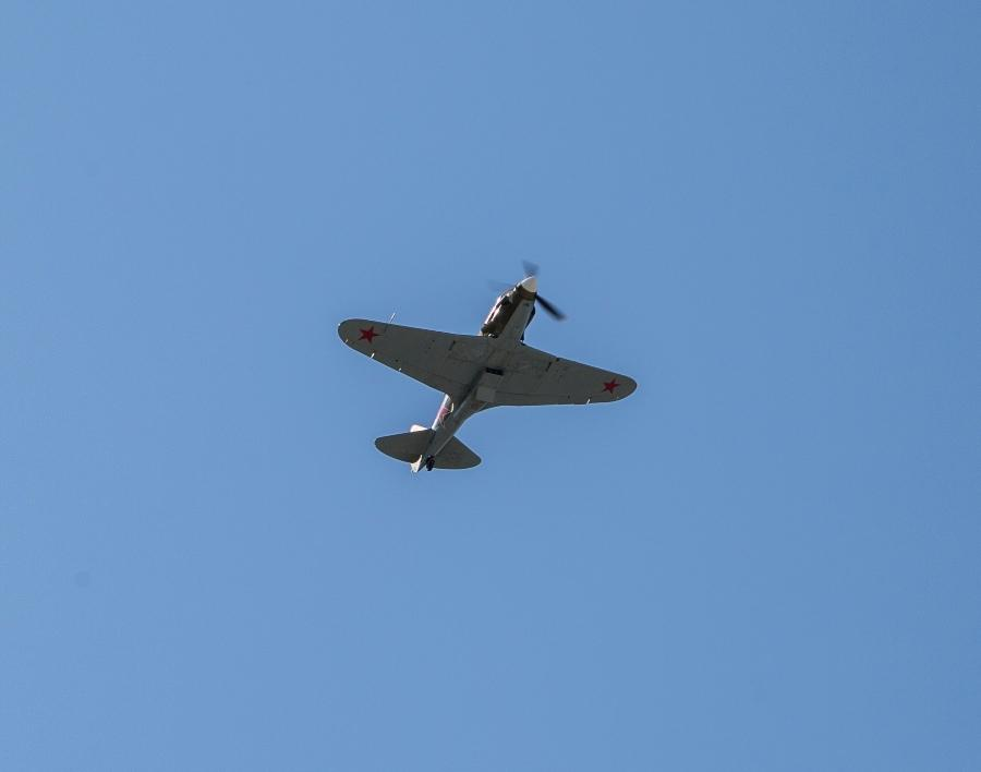 фото В Новосибирске прошёл авиапарад в честь 75-летия Победы 3