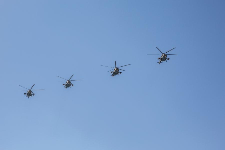 фото В Новосибирске прошёл авиапарад в честь 75-летия Победы 10