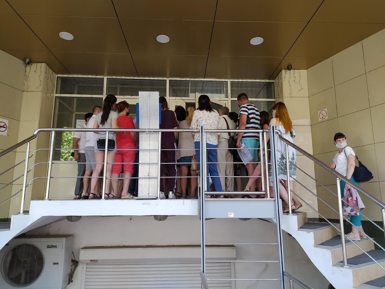 фото Послали на пять букв: сибиряки выстроились в огромные очереди за СНИЛС, чтобы получить 10 тысяч на ребёнка 2