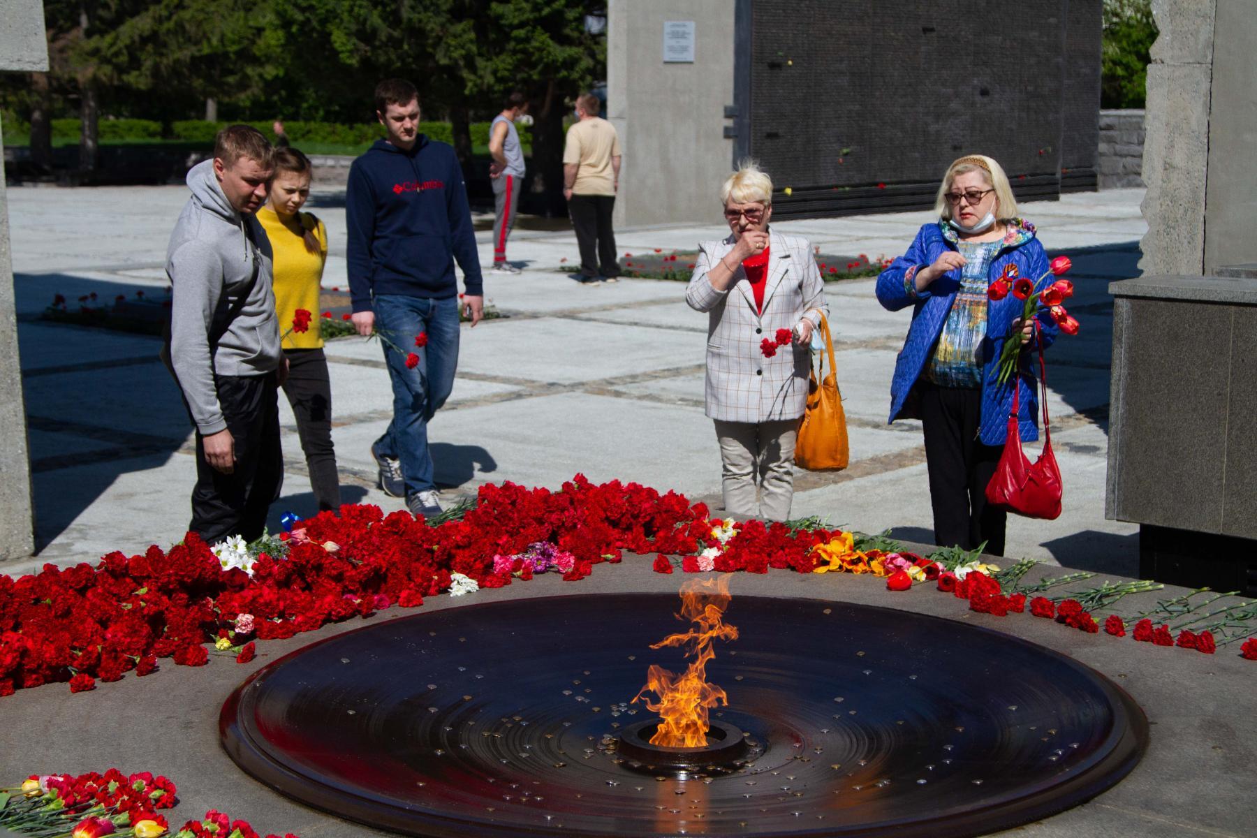 фото Парад в небе, виртуальный Монумент Славы, салют онлайн: как отметили День Победы-2020 в Новосибирске 13