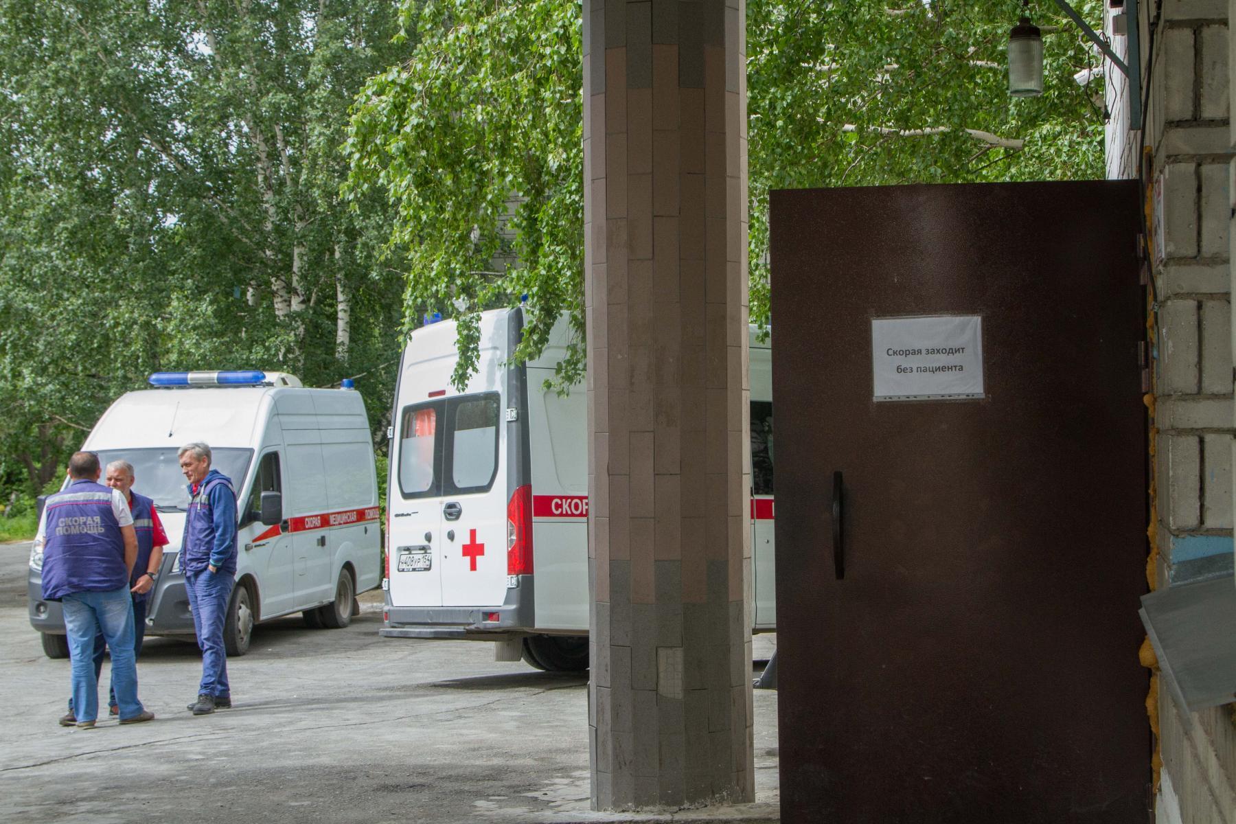 фото «Тяжёлых без очереди»: фоторепортаж из приёмного отделения коронавирусного госпиталя в Новосибирске 21