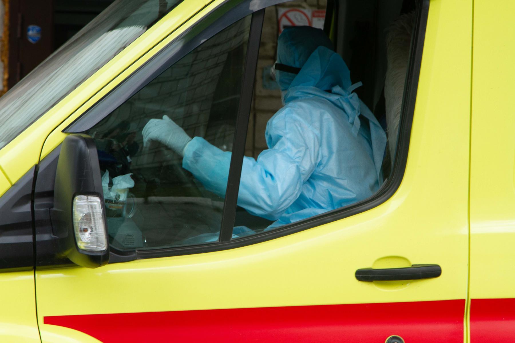 фото «Тяжёлых без очереди»: фоторепортаж из приёмного отделения коронавирусного госпиталя в Новосибирске 13