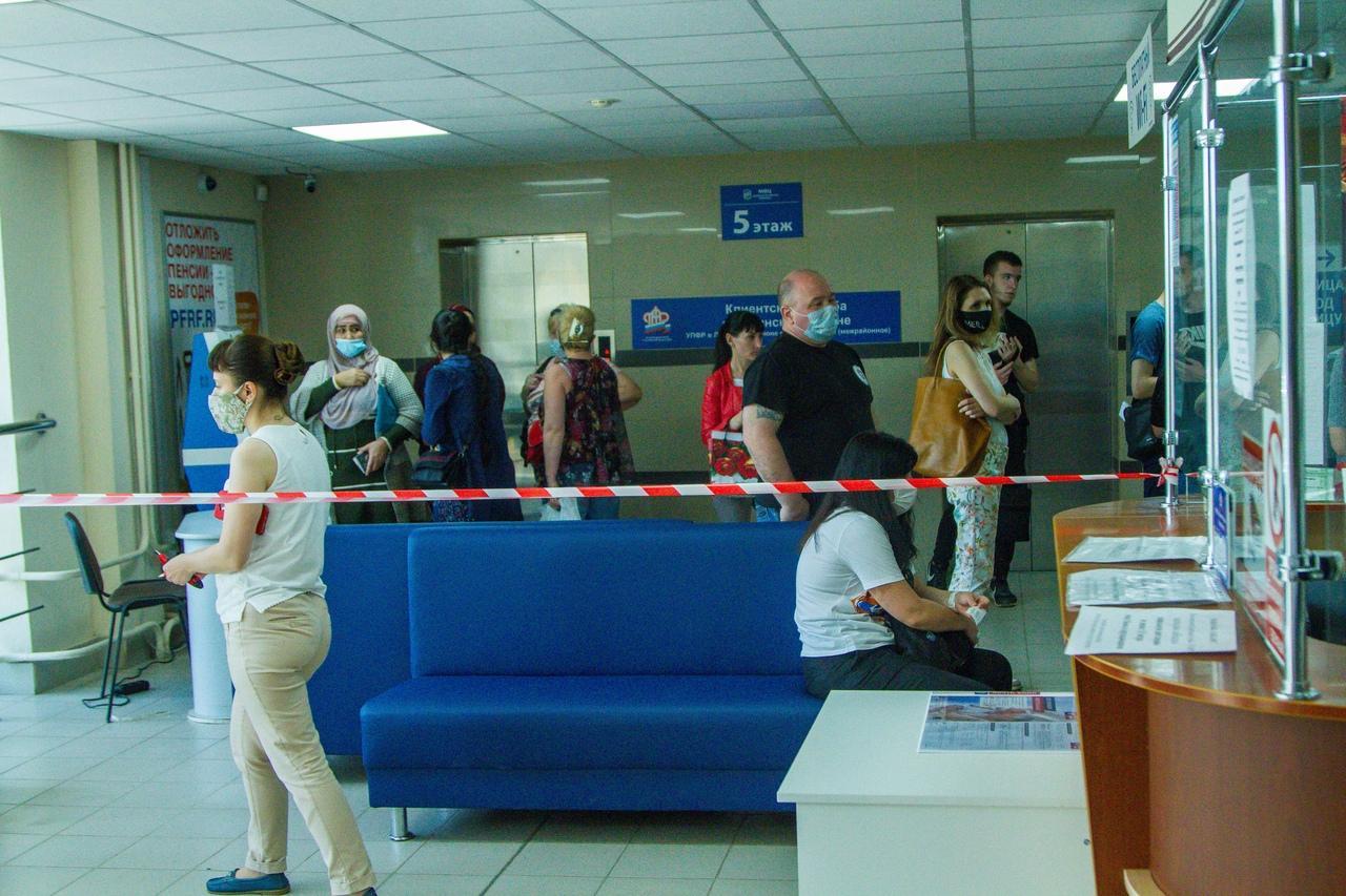 фото Послали на пять букв: сибиряки выстроились в огромные очереди за СНИЛС, чтобы получить 10 тысяч на ребёнка 8