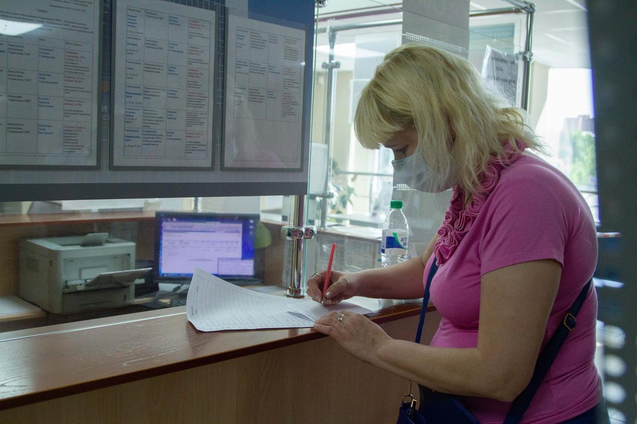 фото Послали на пять букв: сибиряки выстроились в огромные очереди за СНИЛС, чтобы получить 10 тысяч на ребёнка 14