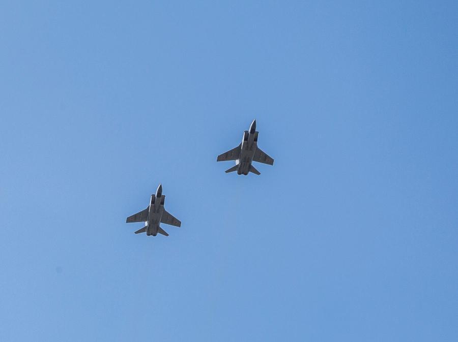 фото В Новосибирске прошёл авиапарад в честь 75-летия Победы 8
