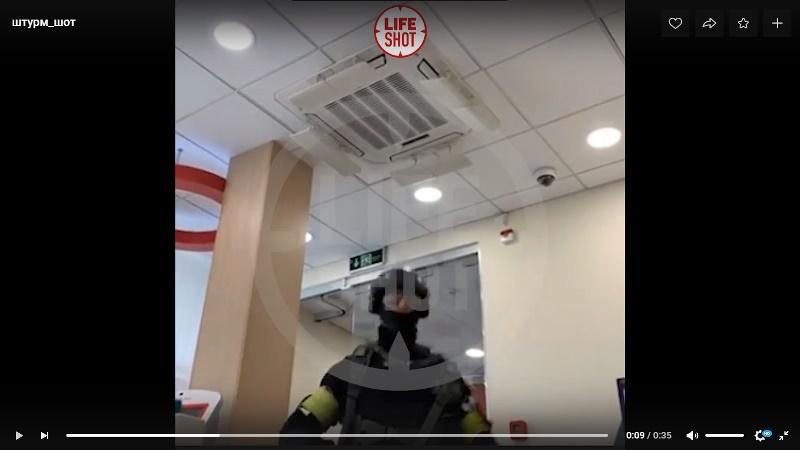фото Требовал привезти Ольгу Бузову и угрожал взорвать банк: стали известны подробности захвата заложников в центре Москвы 5