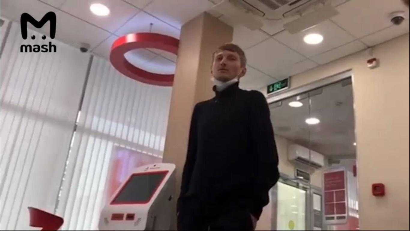 фото Требовал привезти Ольгу Бузову и угрожал взорвать банк: стали известны подробности захвата заложников в центре Москвы 4