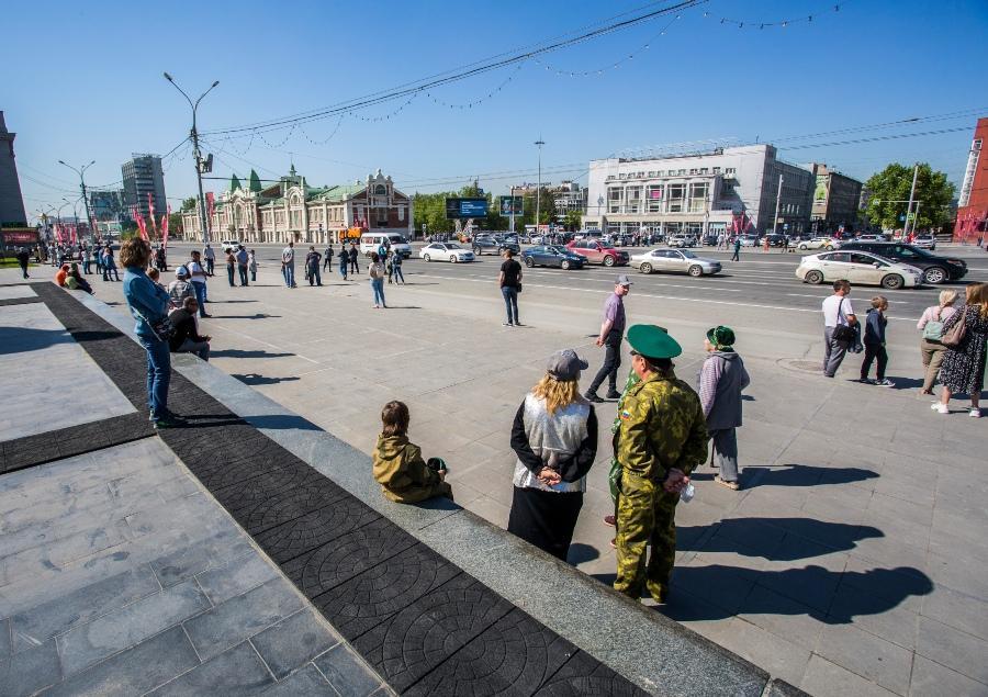 фото В Новосибирске прошёл авиапарад в честь 75-летия Победы 7