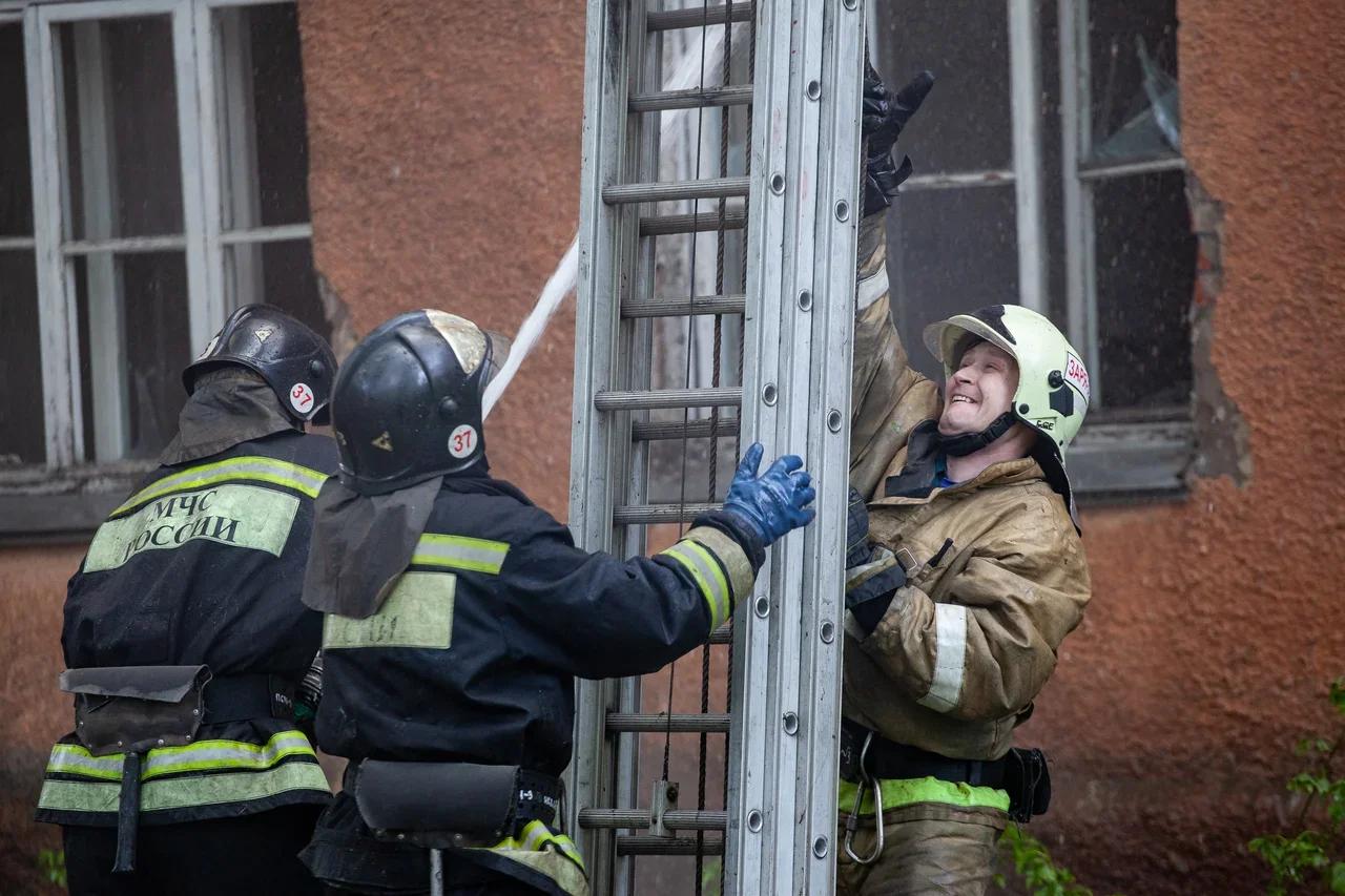 фото В Новосибирске ликвидирован пожар в многоквартирном доме 2