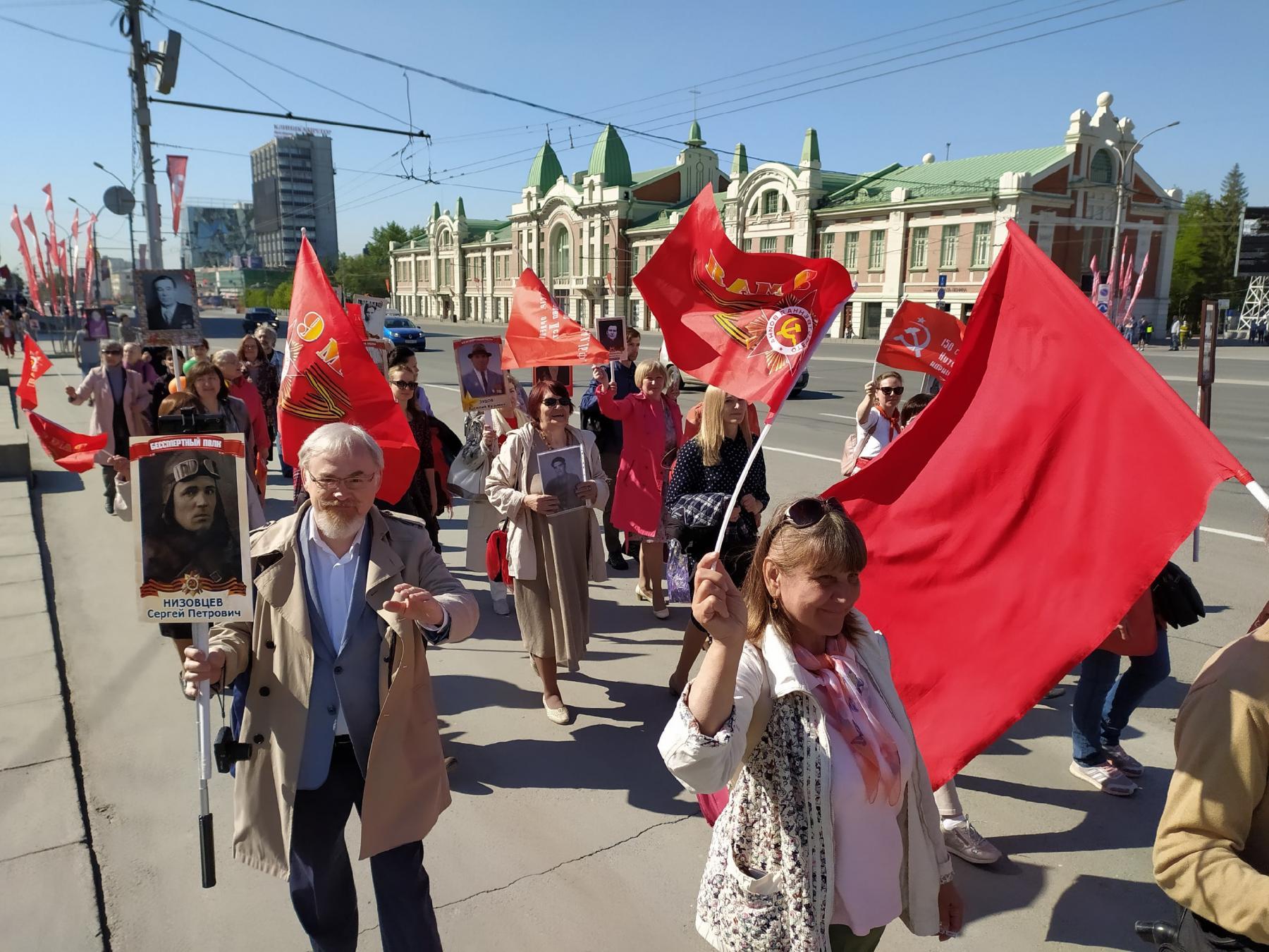 Фото Бессмертный полк прошёл по центру Новосибирска 4