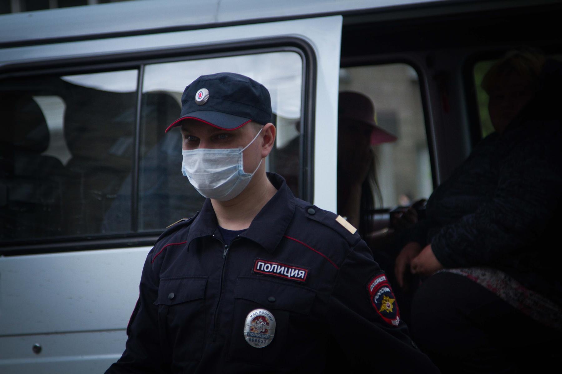 фото Дело в маске: новосибирец заплатил за проезд в автобусе 1000 рублей 2