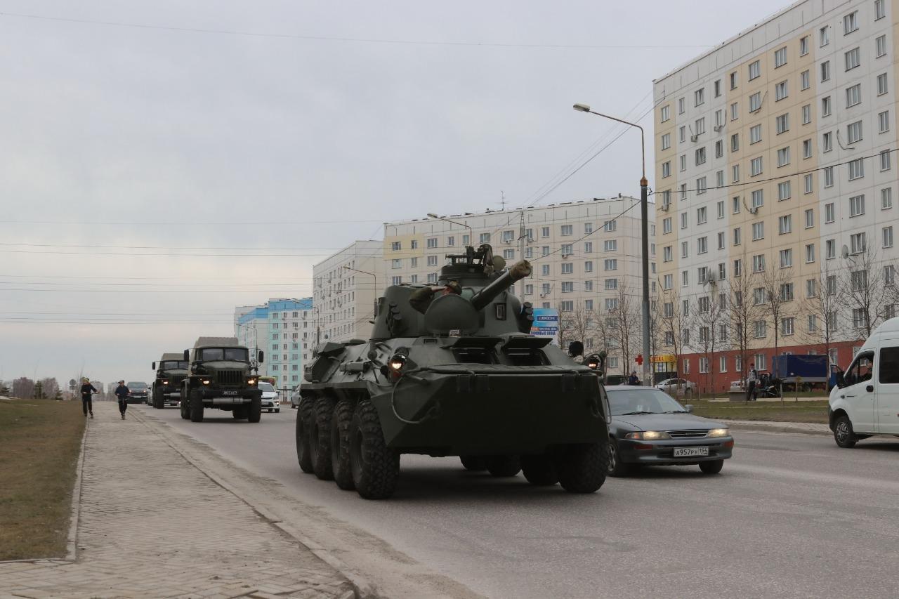 фото В Новосибирске для ветеранов провели мини-парад военной техники 7