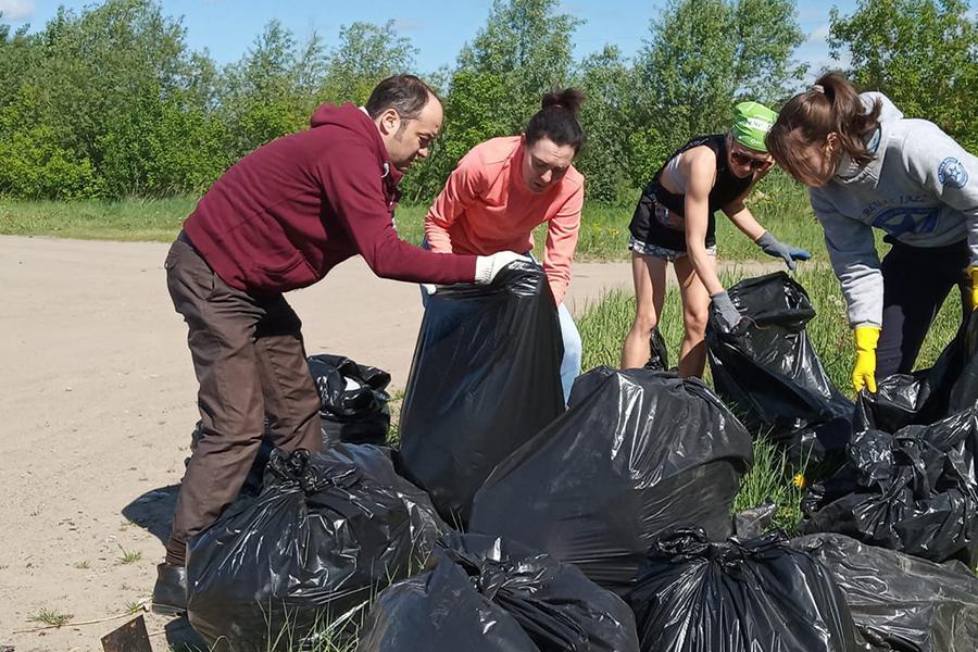 Фото Волонтёры сделали чище стихийный пляж у Заельцовского парка 4