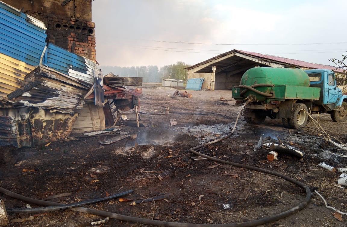 Фото Придорожное кафе на трассе Р-254 горело в Новосибирской области 4