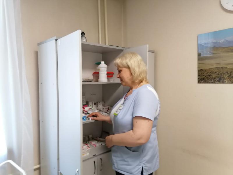 фото «Много людей умирало, и это было страшно»: медсестра из Новосибирска откровенно рассказала о пандемии в стенах больницы 3