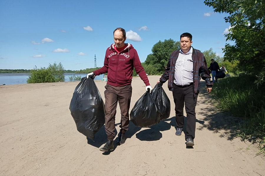 Фото Волонтёры сделали чище стихийный пляж у Заельцовского парка 3