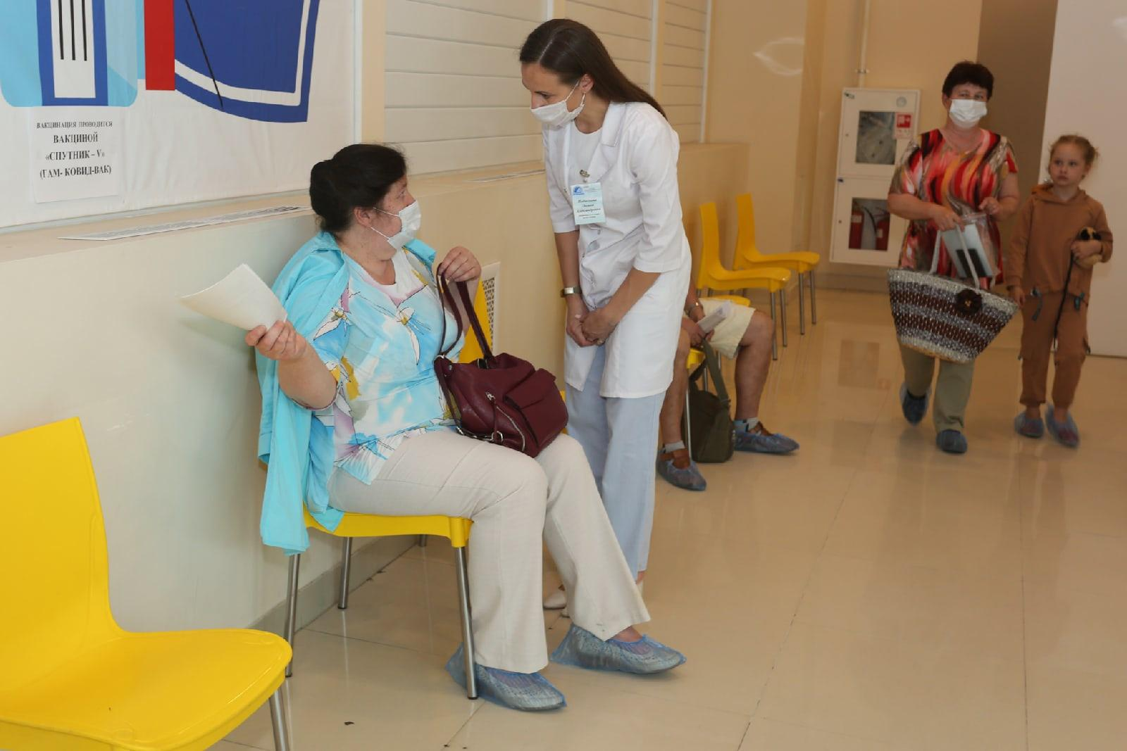 Фото В Новосибирской области власти предложат торговым центрам открывать пункты вакцинации от COVID-19 4