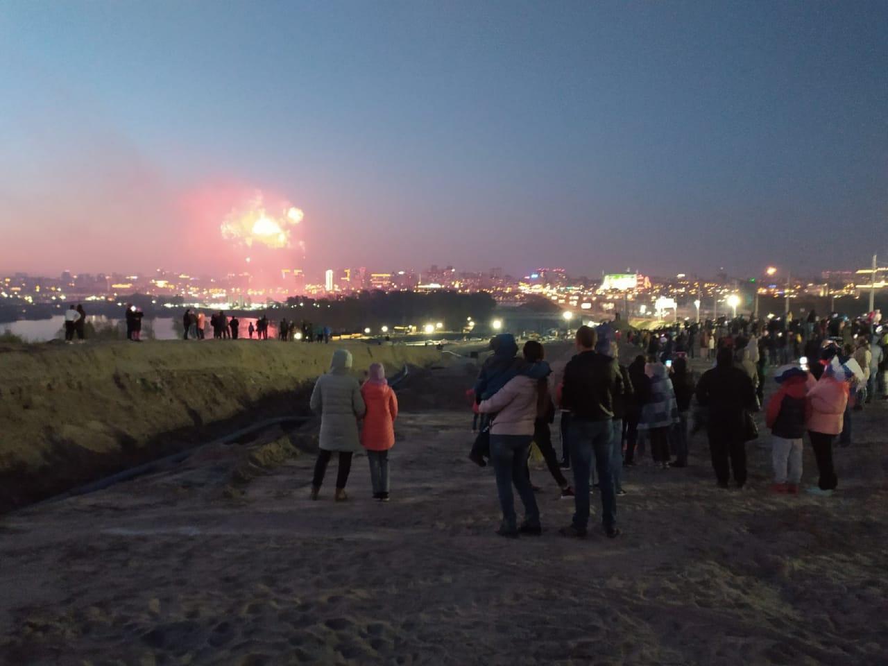 Фото Салют ко Дню Победы в Новосибирске: самые яркие залпы 9 мая 2021 года 7