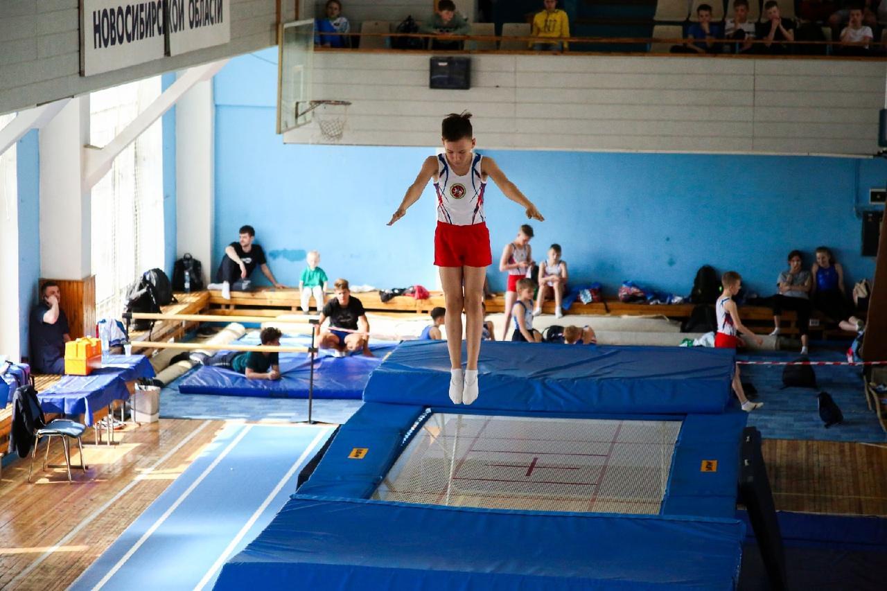 фото Всероссийские соревнования по прыжкам на батуте проходят в Новосибирске 5