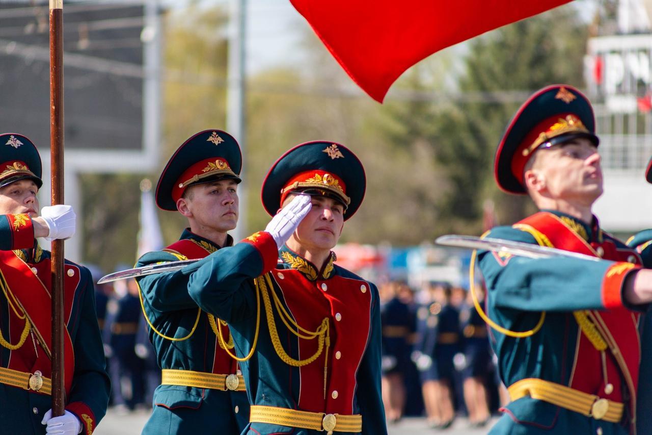 фото Военный парад Победы прошёл в центре Новосибирска 9 мая 7