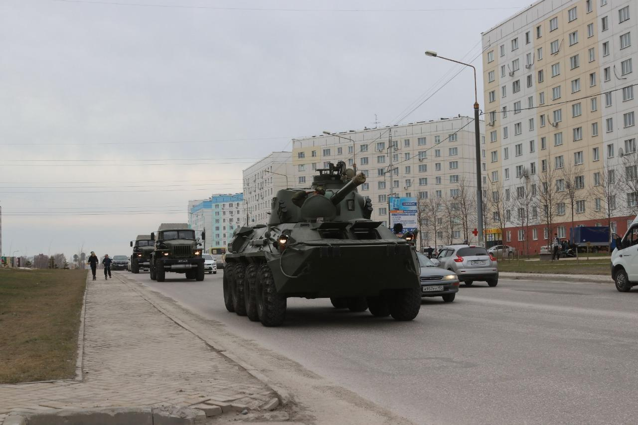 фото В Новосибирске для ветеранов провели мини-парад военной техники 3