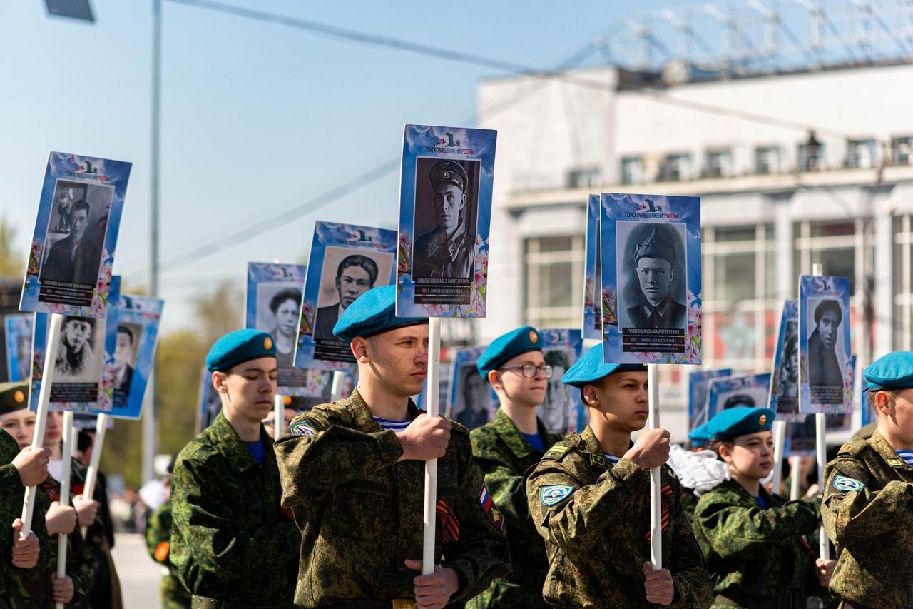 фото Военный парад Победы прошёл в центре Новосибирска 9 мая 17