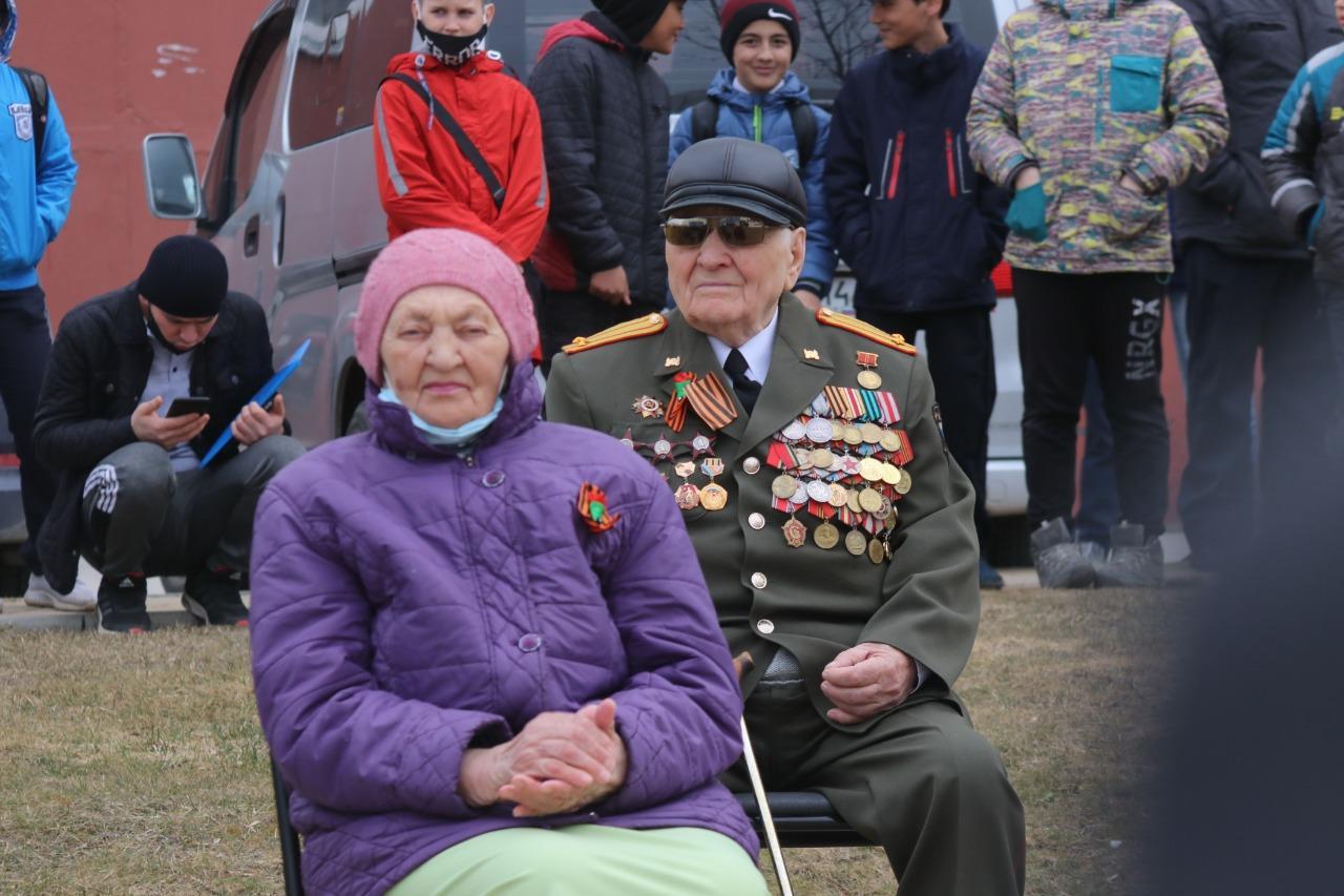 фото В Новосибирске для ветеранов провели мини-парад военной техники 5