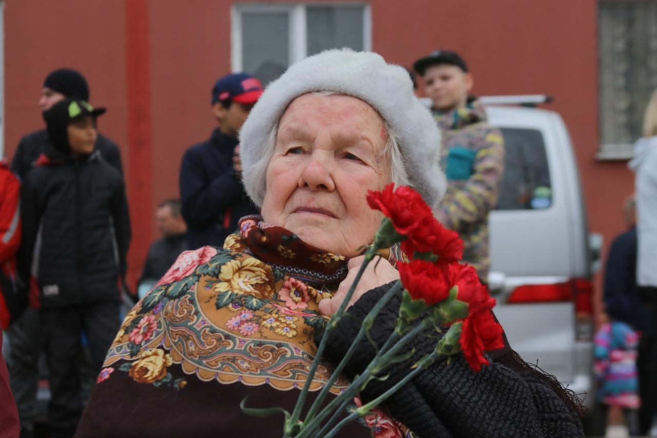 фото В Новосибирске для ветеранов провели мини-парад военной техники 6