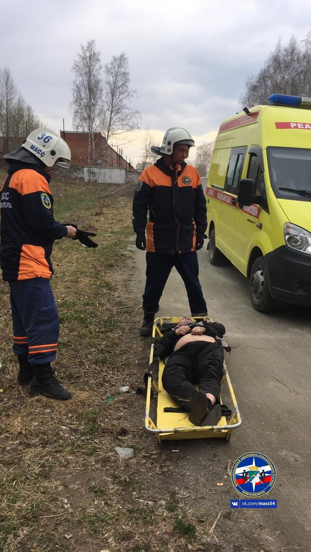 фото Спасатели вынесли из оврага пьяного жителя Новосибирска 2