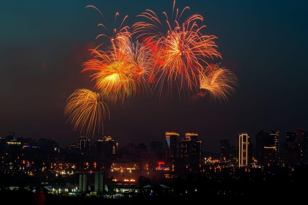 Фото Салют ко Дню Победы в Новосибирске: самые яркие залпы 9 мая 2021 года 6