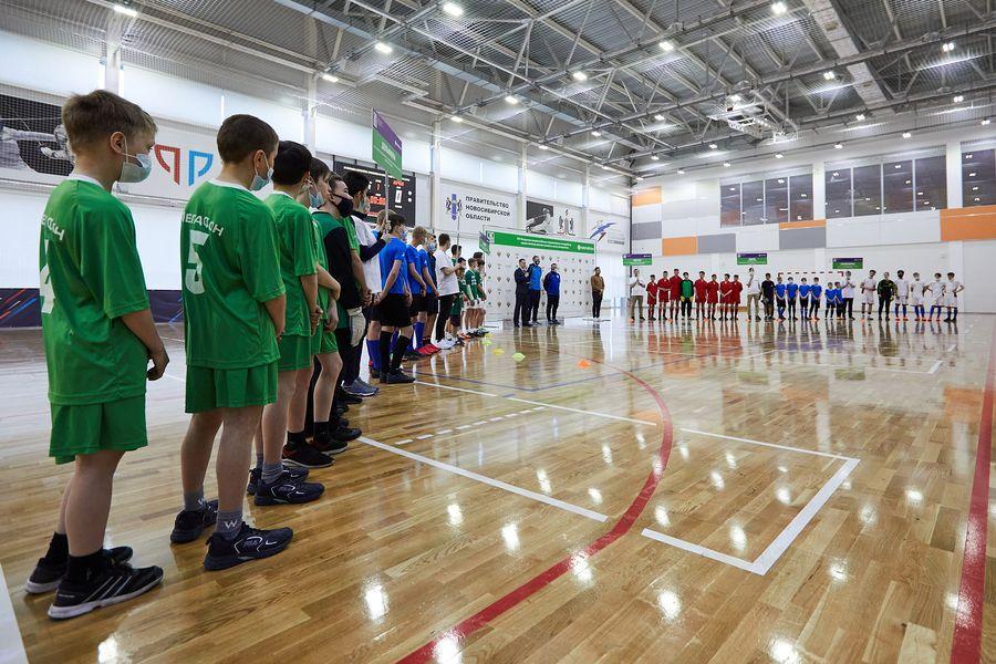 фото Путёвка в жизнь – футбол: благотворительный турнир от компании «МегаФон» прошёл в Новосибирске 3