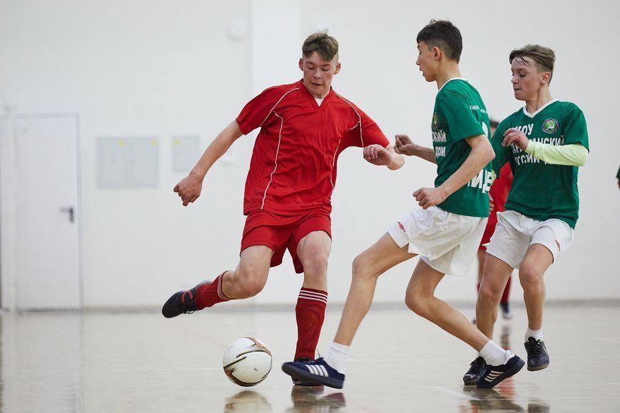 фото Путёвка в жизнь – футбол: благотворительный турнир от компании «МегаФон» прошёл в Новосибирске 4