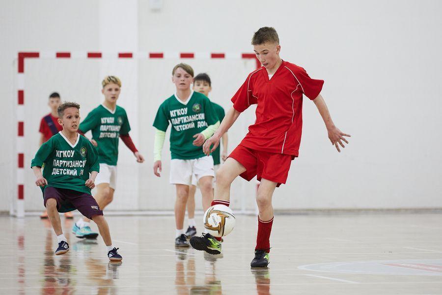 фото Путёвка в жизнь – футбол: благотворительный турнир от компании «МегаФон» прошёл в Новосибирске 7