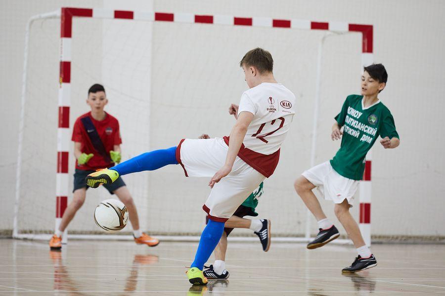 фото Путёвка в жизнь – футбол: благотворительный турнир от компании «МегаФон» прошёл в Новосибирске 5