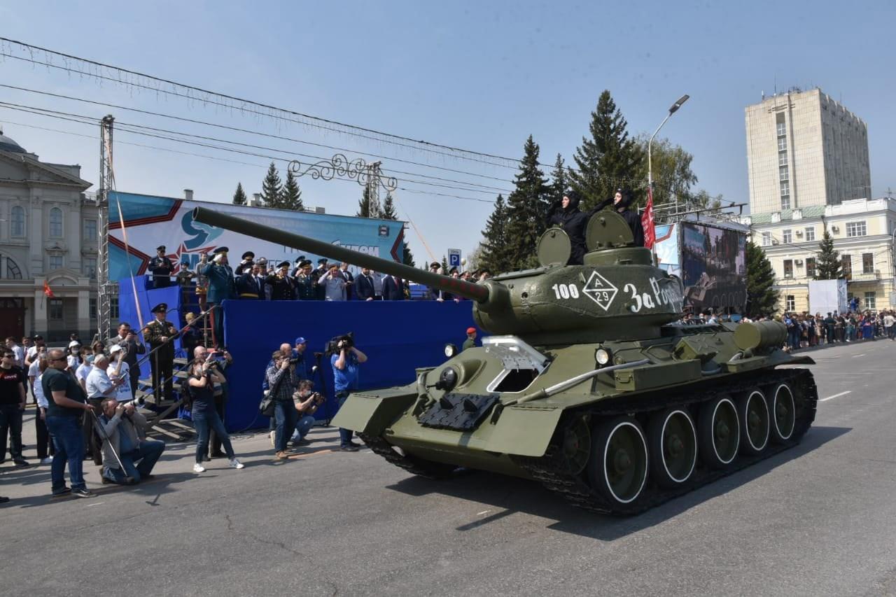 фото В Омске прошёл парад в честь 76-летия Победы 3