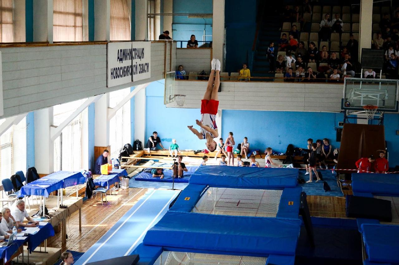 фото Всероссийские соревнования по прыжкам на батуте проходят в Новосибирске 2
