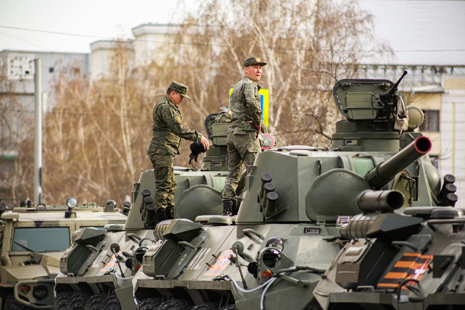 Фото Репетиция военного парада состоялась в Новосибирске 2