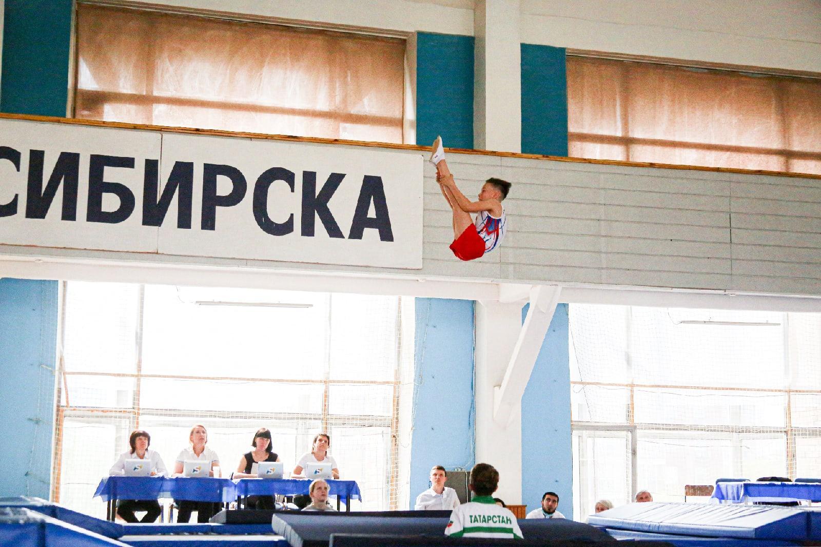 фото Всероссийские соревнования по прыжкам на батуте проходят в Новосибирске 4