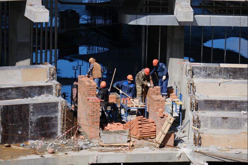 Фото Строительство ледовой арены к МЧМ-2023 в Новосибирске продолжается и в майские праздники 3