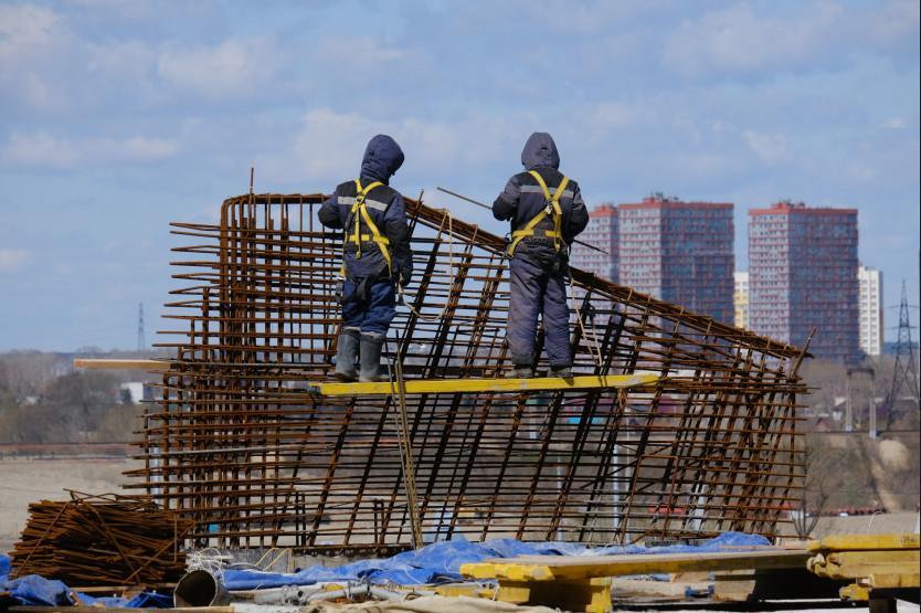 Фото Строительство ледовой арены к МЧМ-2023 в Новосибирске продолжается и в майские праздники 4